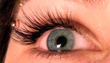 красный глаз после наращивания