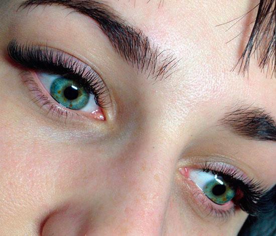 зеленые глаза и ресницы