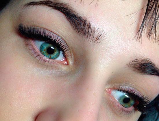зеленые глаза с ресницами