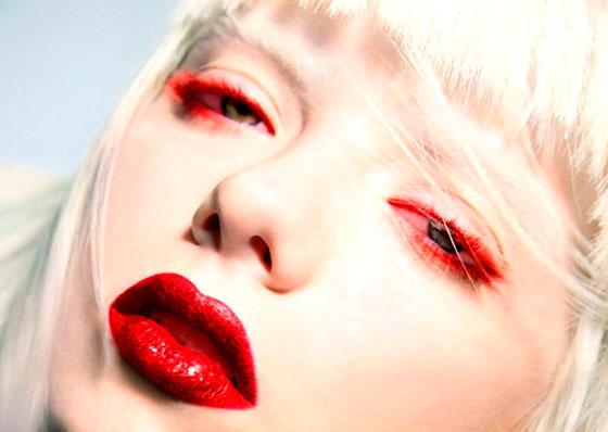 красный макияж лица