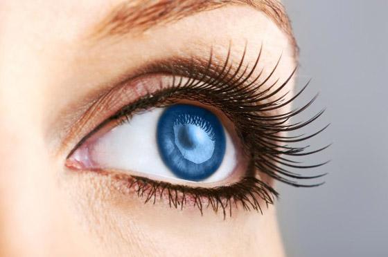голубые глаза и длинные ресницы